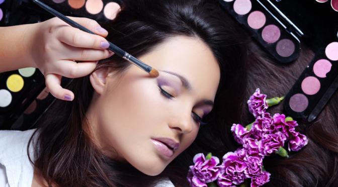 Подчеркните свою красоту: пять вещей, которых следует избегать при нанесении макияжа